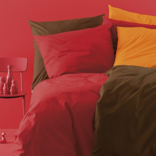 Pantone Bettwäsche Flame Orange in Kombination mit Carafe und Ribbon Red