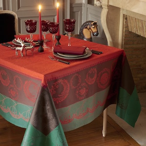 Tischwäsche des Designs CHRISTMAS FOREST RED
